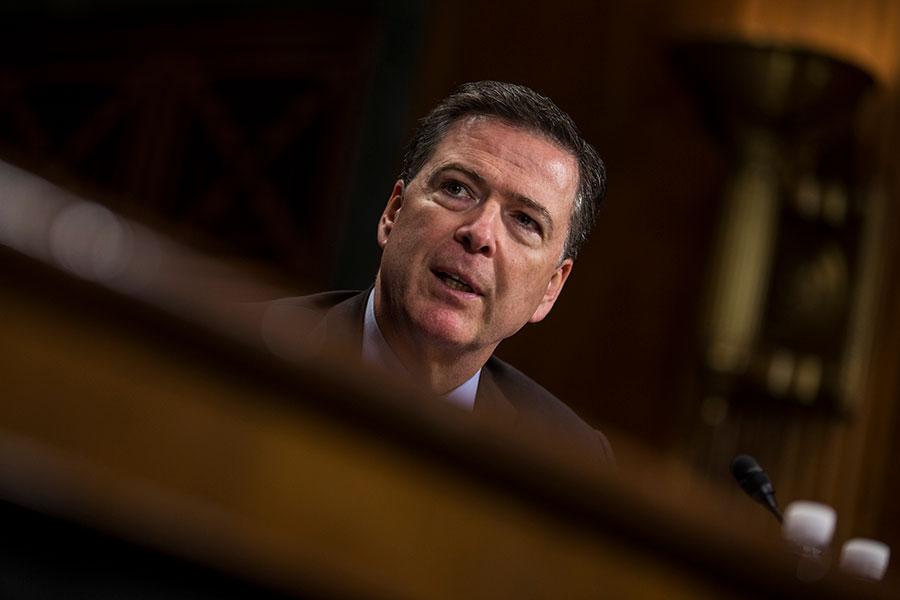 特朗普總統決定炒掉科米引發華盛頓的廣泛猜測:FBI對俄羅斯干預大選的調查將會怎樣?但是此事可能會製造另外一個驚奇:新局長可能會重啟對希拉莉電郵門的調查。(Zach Gibson/Getty Images)