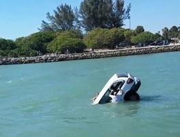 眾人相救失敗 佛州一汽車落水二人喪命