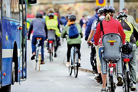 不少國家與地區的人們,重新回到以單車作為日常生活中的代步工具。(fotolia)