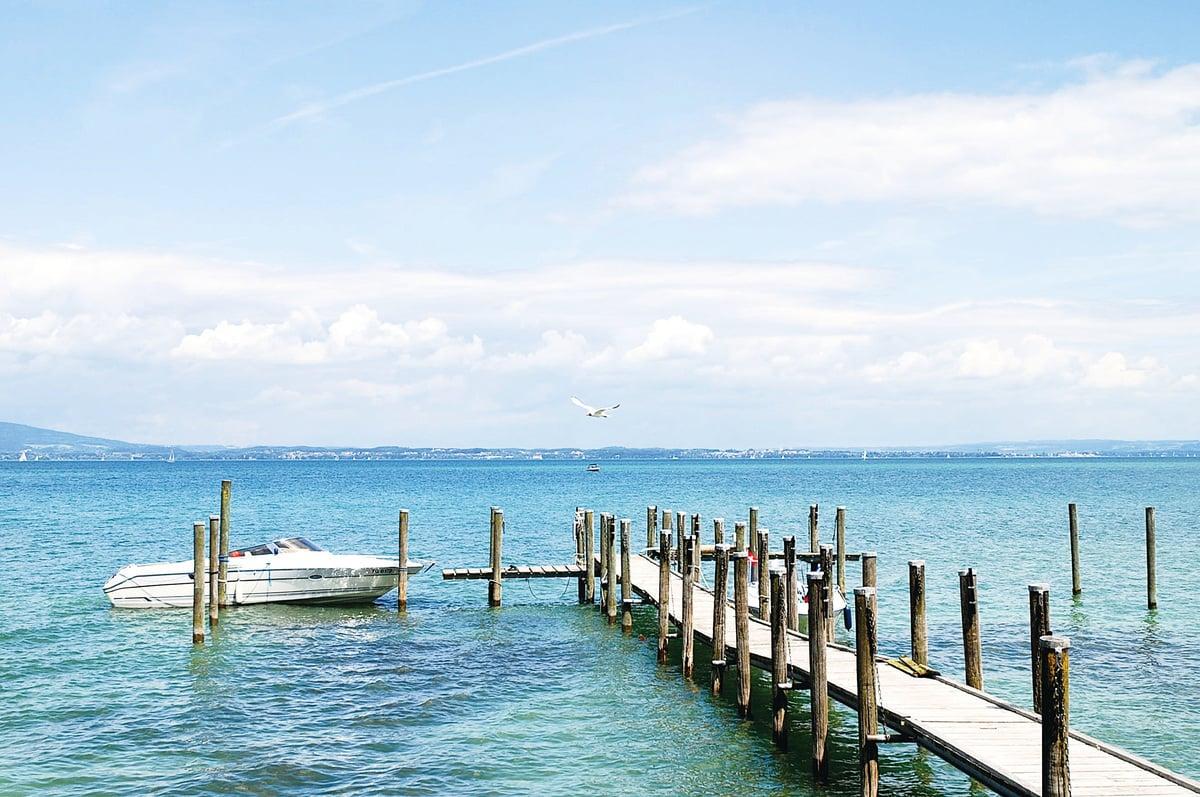 博登湖被稱為萊茵河上游的天然儲水庫,水體澄澈碧藍。(維基百科)