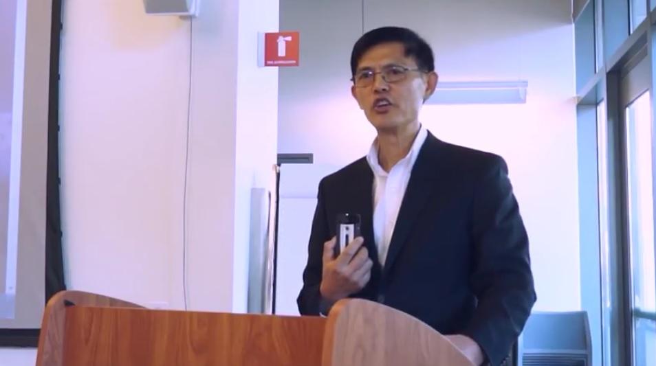 兩年前遭美國聯邦調查局(FBI)誤判為經濟間諜的天普大學(Temple University)華裔教授郗小星(音譯,Xiaoxing Xi),5月10日控告FBI。(YouTube視像擷圖)