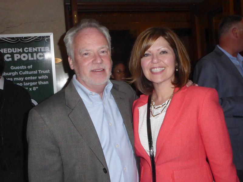 西南健保中心首席營運官Ransom Towsley與助理Cari Labuda觀看了5月10日晚神韻在匹茲堡的最後一場演出。(良克霖/大紀元)