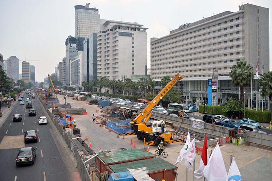印尼伊斯蘭組織領導人,已規劃對抗經濟不平等和外國投資的新種族主義運動,目標在印尼華人及來自中國的投資。圖為中國在印尼首都投資的公共建設。(BAY ISMOYO/AFP/Getty Images)