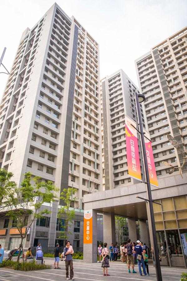 4月份新增房貸幾乎佔了全部新增貸款的52%。大陸樓市依然火熱。(陳柏州/大紀元)