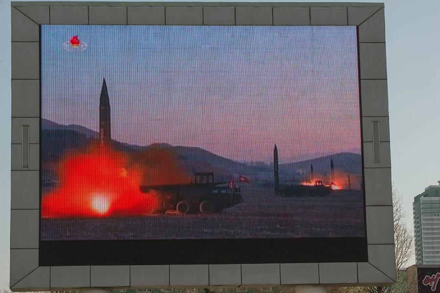 北韓試射導彈,南韓新任總統文在寅「強烈譴責」,並表示在北韓改變態度之前,不可能與北韓對話。(KIM WON-JIN/AFP/Getty Images)