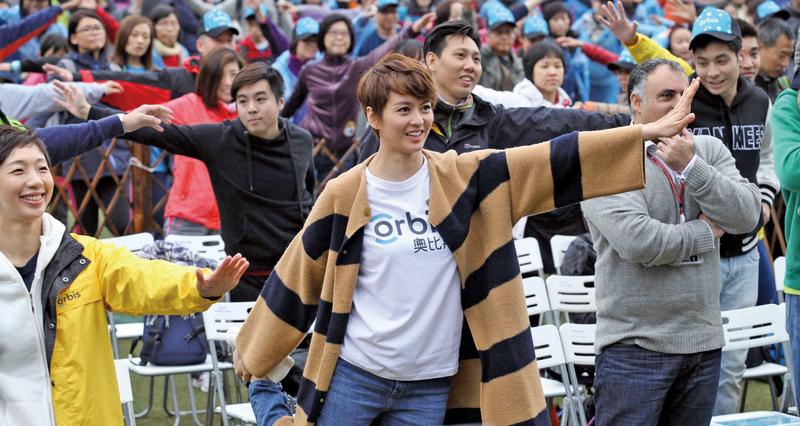 梁詠琪慈善步行 散播幸福正能量