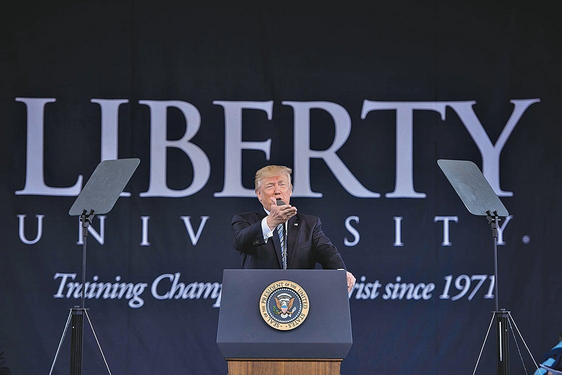 周六(5月13日),美國總統特朗普在維珍尼亞州自由大學發表演講。 (AFP)