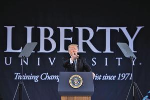 特朗普自由大學演講:沒有人會阻止你的信仰