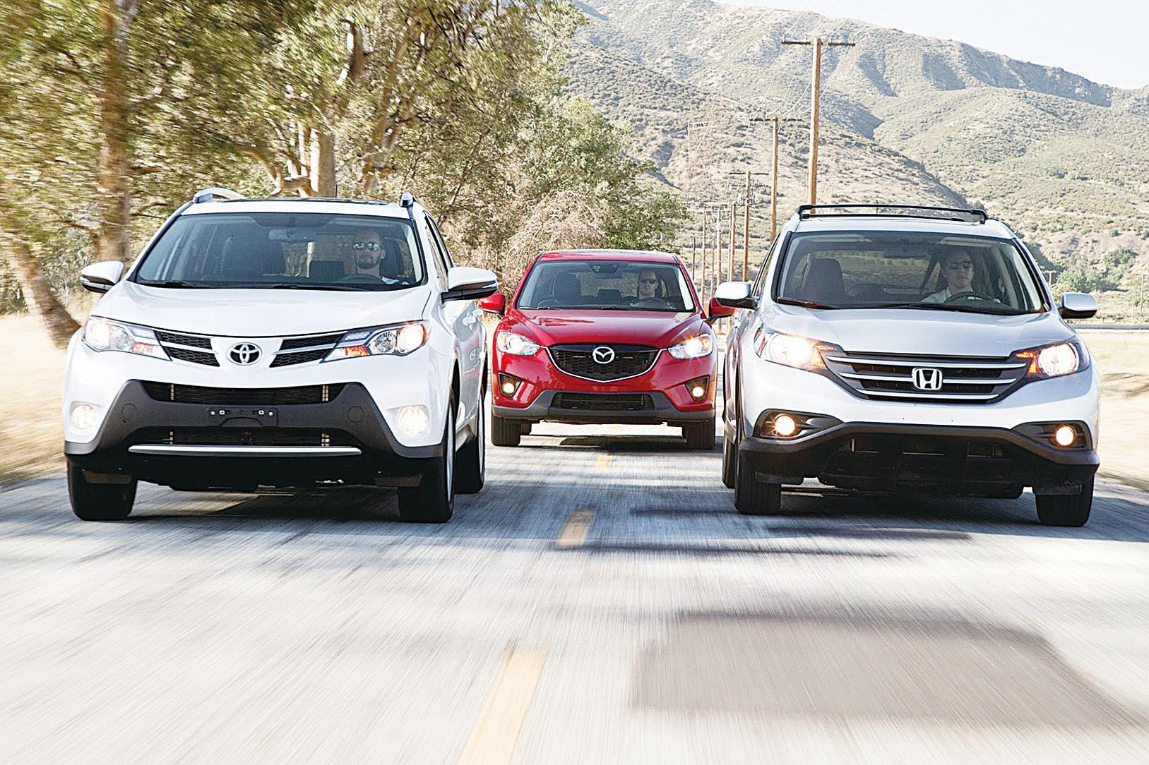 家庭需要空間。幸運的是,Honda CR-V和Toyota RAV4在載貨能力和內籠容積方面都堪稱級別中的佼佼者。(Youtube)