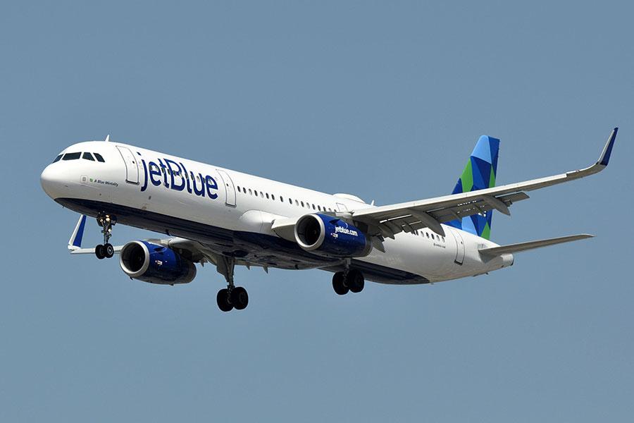 捷藍航空一架從紐約飛往三藩市的航班周二(5月30日)在飛行中,一名乘客的手提電腦鋰電池起火。圖為捷藍航空班機資料圖。(維基百科公有領域)