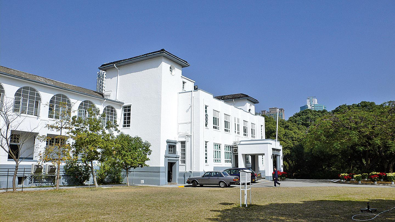 左圖:拔萃男書院主樓(維基百科)