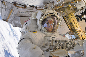 NASA新視頻  展示太空漫步和藍色地球