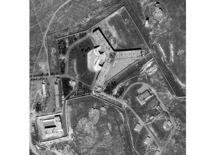 美國國務院周一表示,情報顯示敘利亞在有「人類屠宰場」之稱的監獄旁,設置火葬場,試圖焚屍滅跡,掩蓋大屠殺行為。(推特擷圖)