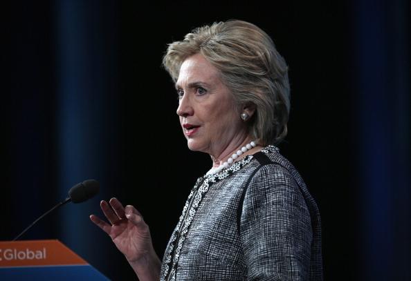 前美國總統民主黨候選人希拉莉周一(15日)宣佈成立「一起向前」(Onward Together)政治團體,以圖強化反對美國總統特朗普及其政策的力量。(Alex Wong/Getty Images)