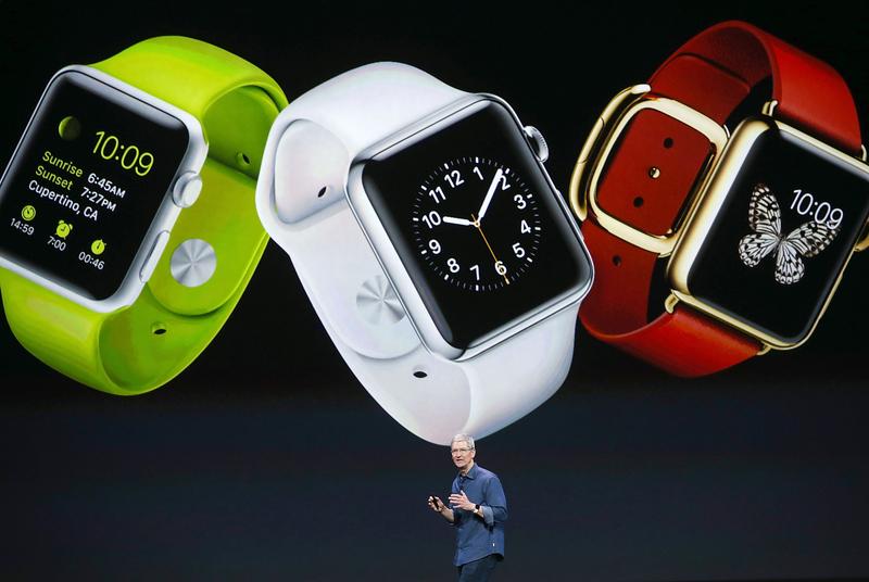 外媒報道,下一代蘋果手錶可能內建葡萄糖檢測功能,也可能推出智慧錶帶,增加相機或是電池功能。(Justin Sullivan/Getty Images)