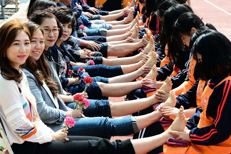 南韓首個反腐教師節 學生以創意謝師恩