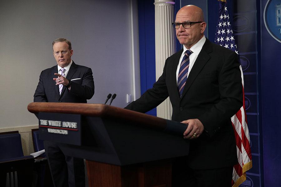 國家安全顧問麥克馬斯特周二(5月16日)堅定捍衛特朗普總統跟俄羅斯官員的談話,說它完全合適。(Alex Wong /Getty Images)