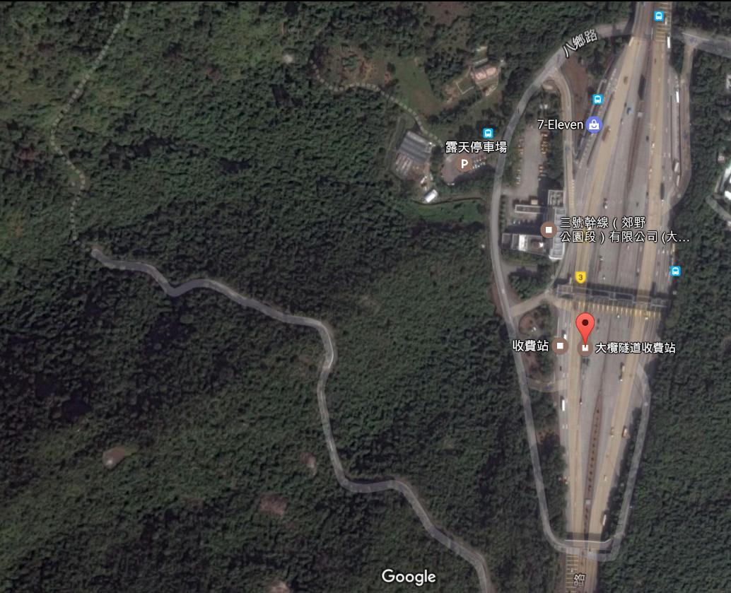 其中一幅研究土地為位大欖隧道收費站以西。(google地圖)
