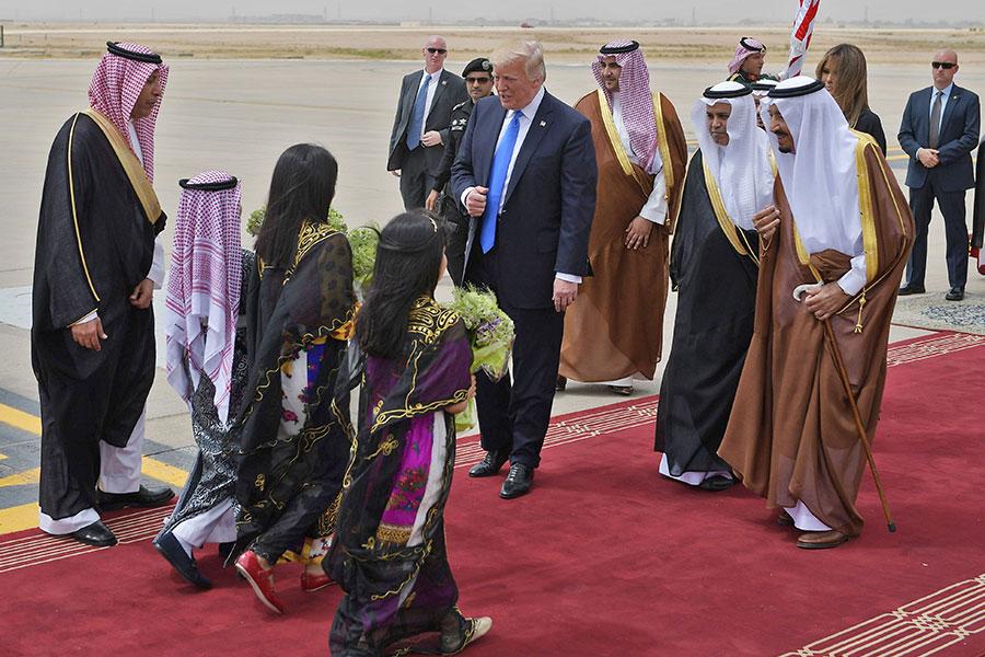 預計特朗普周六的訪問將會為美國帶來總價值約1千5百億美元的交易。(MANDEL NGAN/AFP/Getty Images)