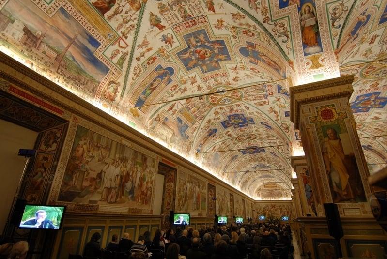 梵蒂岡博物館的文物中,當數米高安哲羅在側邊西斯廷教堂上,留下的《創世紀》及《最後的審判》的驚世鉅作壁畫,最令人驚嘆不已!(Eric Vandeville/Vatican Pool/Getty Images)