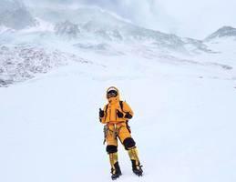 一日兩港人登上珠峰峰頂