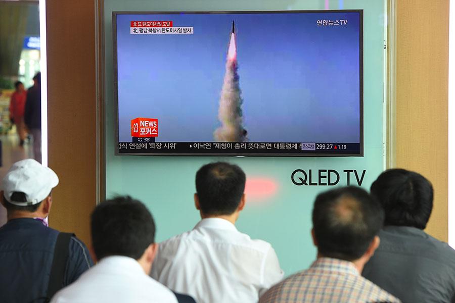 北韓在周日(21日)再次試射了「北極星2」型地對地中長程戰略彈道導彈。(JUNG YEON-JE/AFP/Getty Images)