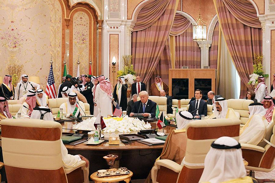 5月21日特朗普會晤了海灣合作委員會,尋求遏制恐怖主義的財政來源。(MANDEL NGAN/AFP/Getty Images)