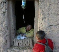 官員給貧困戶裝兒 中共「扶貧」造假花樣翻新