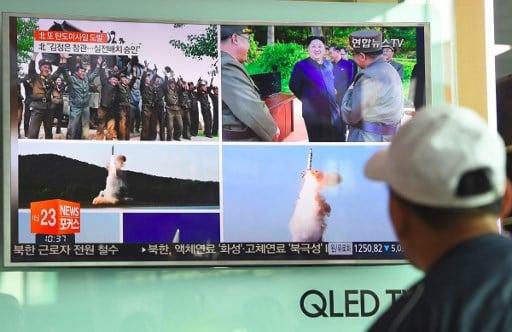 北韓在一個星期內進行了第二次導彈試射,5月21日向東海岸水域發射了一枚中程彈道導彈北極星2號(Pukguksong-2)。(AFP PHOTO/JUNG Yeon-Je)