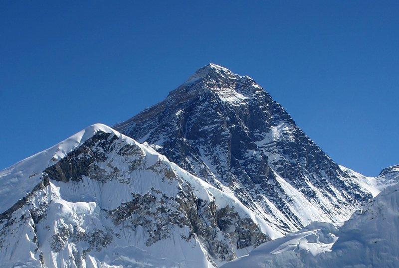 官員今天證實,上周末有3名登山客死於聖母峰(珠穆朗瑪峰),另有1人失蹤,為2年前雪崩掩埋1座基地營造成18人喪命以來,死傷最慘重的事故之一。(Pavel Novak/Wikimedia Commons)