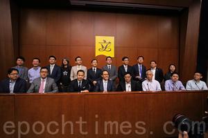 28議員聯署譴責梁特干預立會