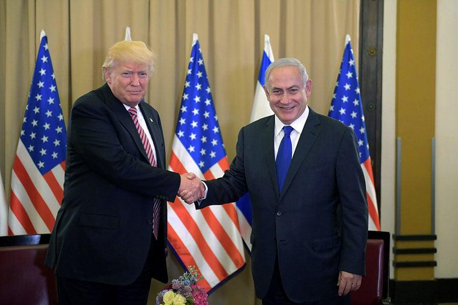 特朗普是第一位在任期初期就出訪以色列的美國總統,並且展示出四招「好平衡」外交功夫。圖為特朗普與以色列總理内塔尼亞胡(Benjamin Netanyahu)會面。(Amos Ben Gershom/GPO via Getty Images)