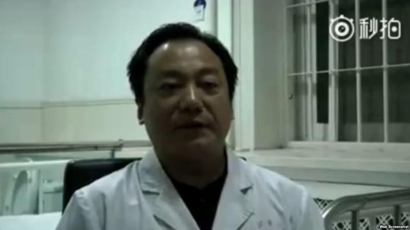 視像中的周醫生承認給李和平律師服藥。(視像擷圖)