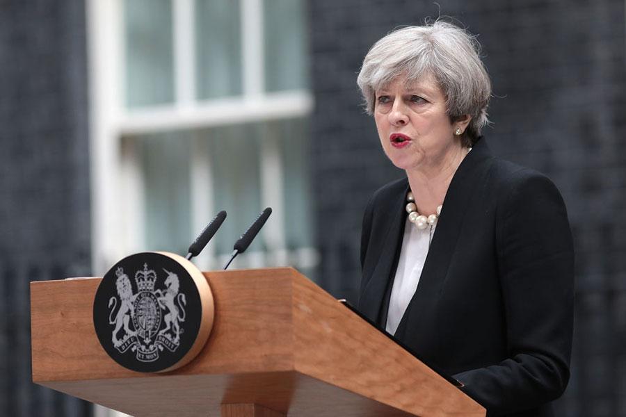 5月22日,英國曼徹斯特體育場發生爆炸,造成22人死亡。英國首相文翠珊誓言打擊恐怖主義。(Jack Taylor/Getty Images)