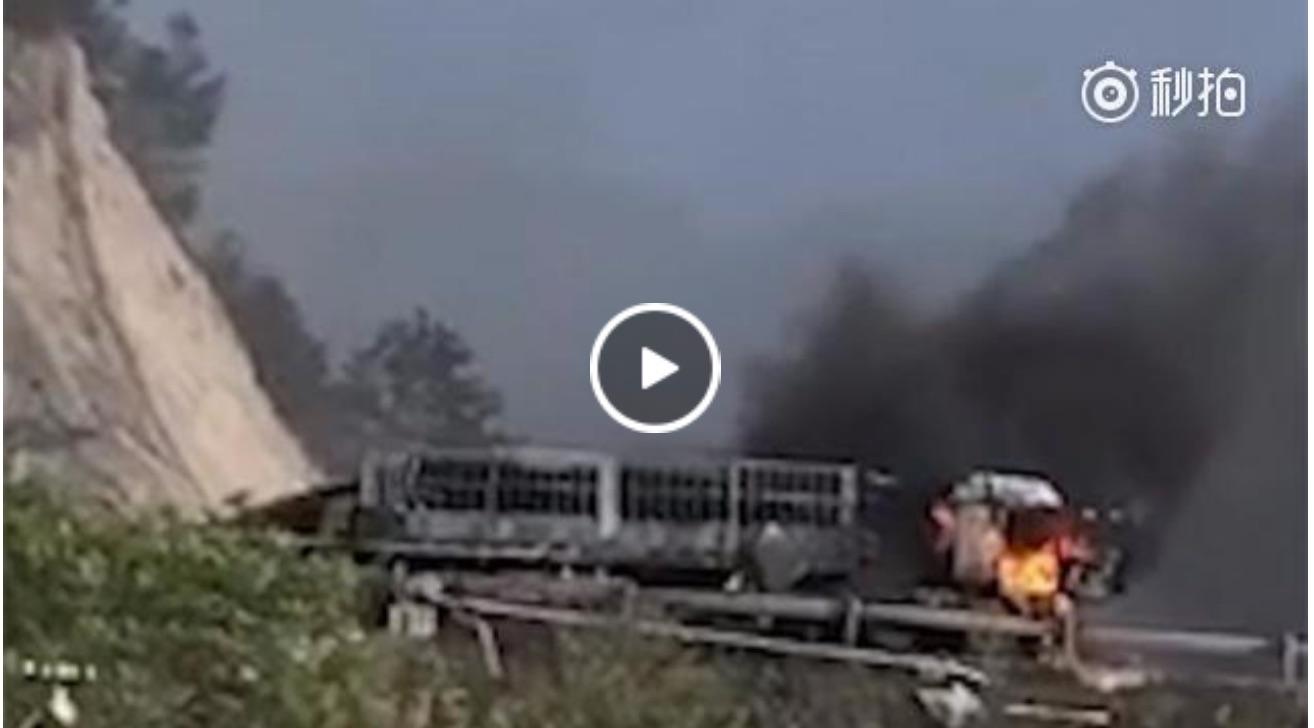 5月23日,河北一輛油罐車在高速隧道內發生爆燃事故,官方稱,事故已造成12人死亡。圖為事發現場。(視像擷圖)