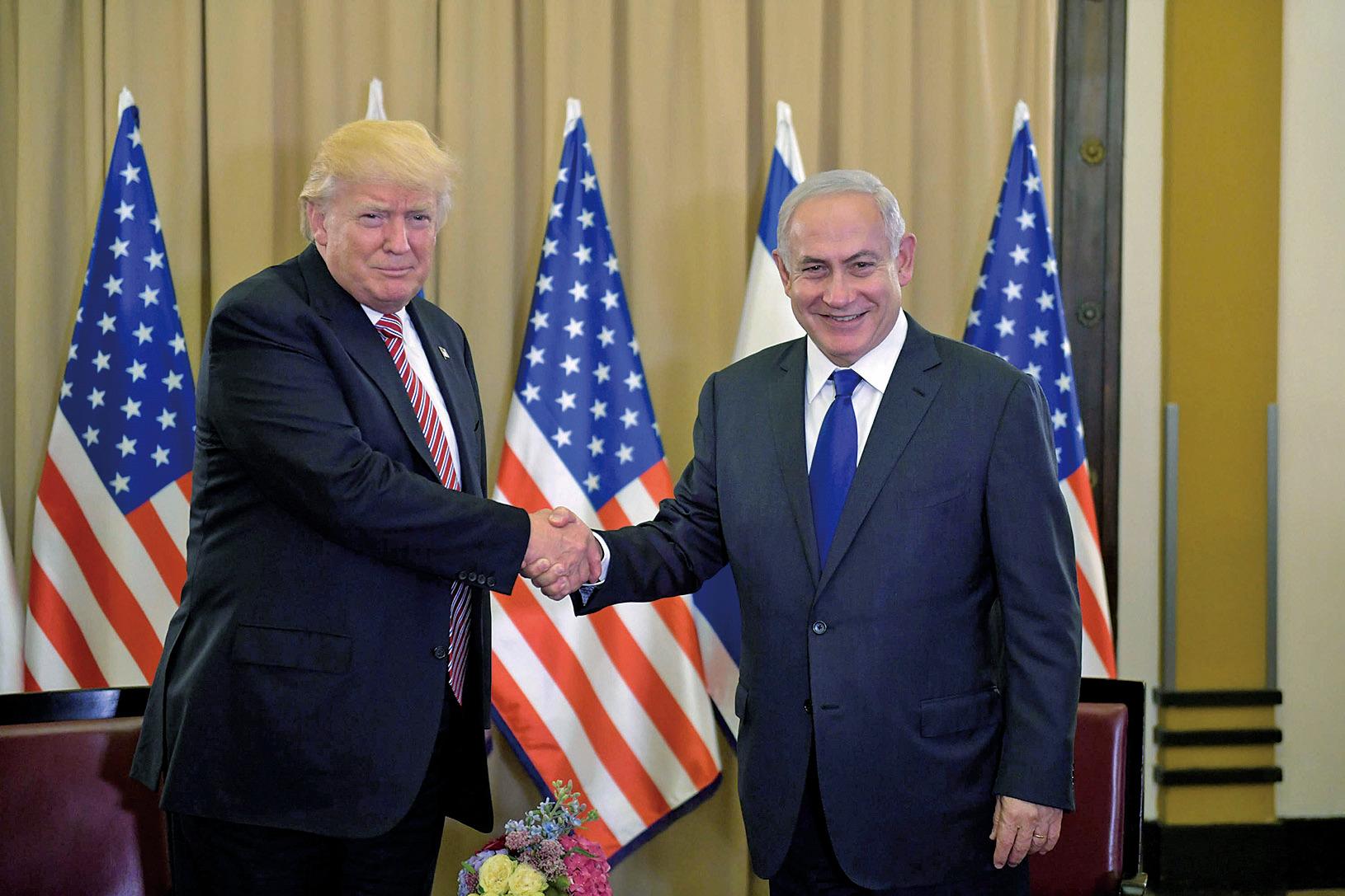 以色列總理(右)表示,期待與美國合作實現以色列和平,並稱這是他一生中第一次看到了「轉變的真正希望」。(AFP)