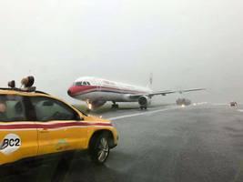 東航客機赤鱲角機場着陸衝上草坪