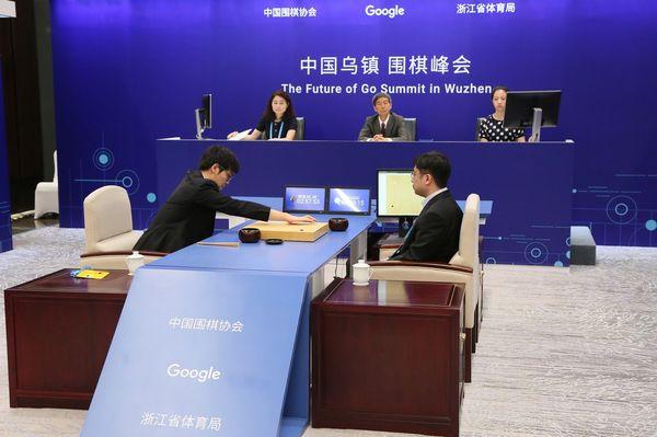 5月23日,大陸圍棋九段選手柯潔敗給Google開發的AlphaGo。(網絡圖片)