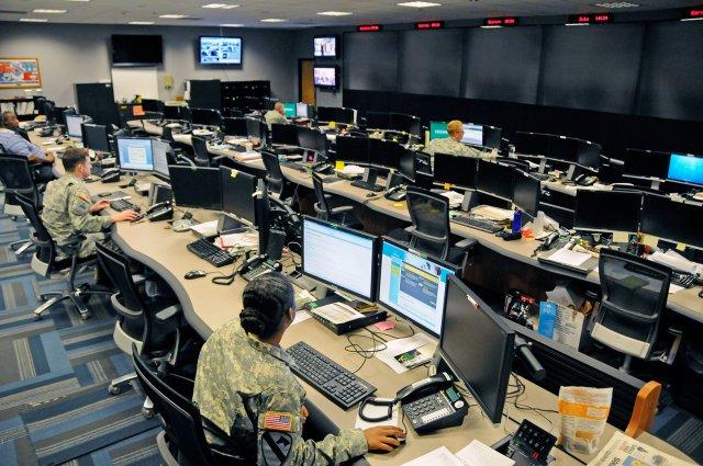 美軍負責網絡作戰的指揮官5月23日在華盛頓表示,美軍正在建立一支具有進攻能力的網絡作戰預備軍,以應對來自俄羅斯及中國的網絡黑客威脅。圖為美軍網絡作戰行動中心。(US Army)