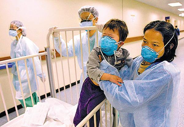 陳馮富珍擔任香港衛生署長時,被指反應遲緩,導致當年沙士在香港爆發,299人死亡。(Getty Images)