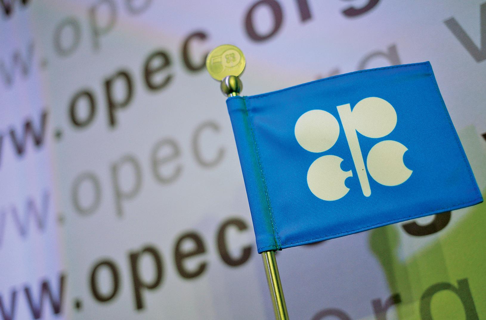 石油輸出國組織(OPEC)八年來首次達成減產協議,每日減產120萬桶。油價應聲跳漲超過8%,創下五周新高。(AFP/Getty Images)