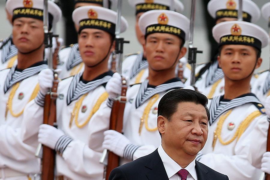 5月24日,習近平視察中共海軍機關時,再次強調當局對「軍隊的絕對領導」,肅清郭伯雄、徐才厚流毒影響。圖為資料圖片。(Feng Li/Getty Images)