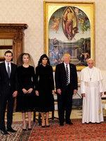 特朗普的妻子女兒為甚麼戴黑面紗見教宗?