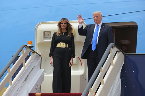 特朗普及第一夫人梅拉尼婭抵達沙特。(MANDEL NGAN/AFP/Getty Images)