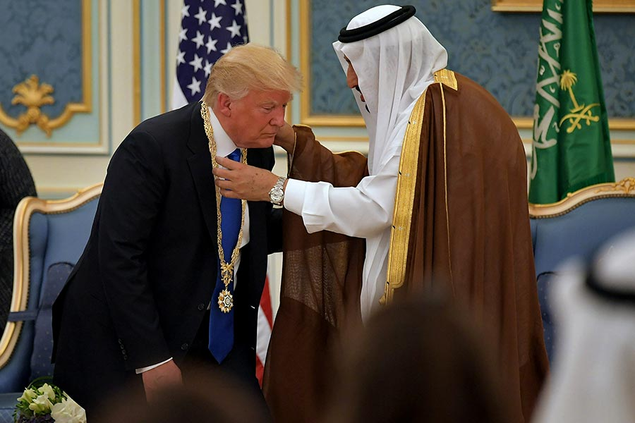 特朗普在沙特皇宮接受最高榮譽。(MANDEL NGAN/AFP/Getty Images)