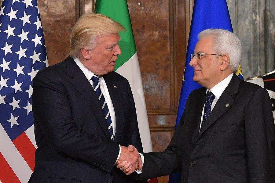 特朗普和意大利總統馬塔雷拉。(MANDEL NGAN/AFP/Getty Images)