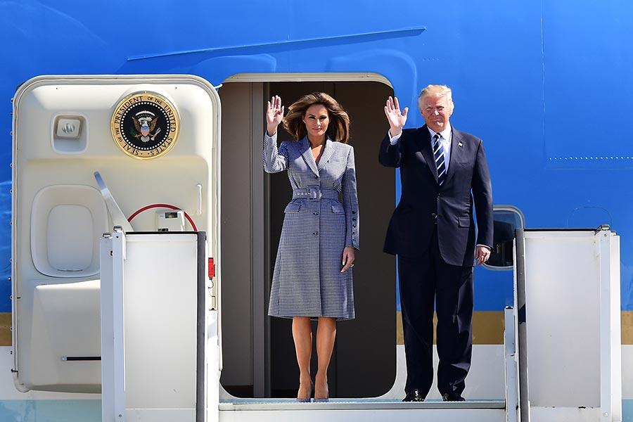 特朗普攜夫人抵達比利時。(EMMANUEL DUNAND/AFP/Getty Images)