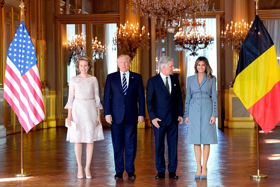 比利時國王和王后在皇宮和特朗普伉儷合影。(THIERRY CHARLIER/AFP/Getty Images)