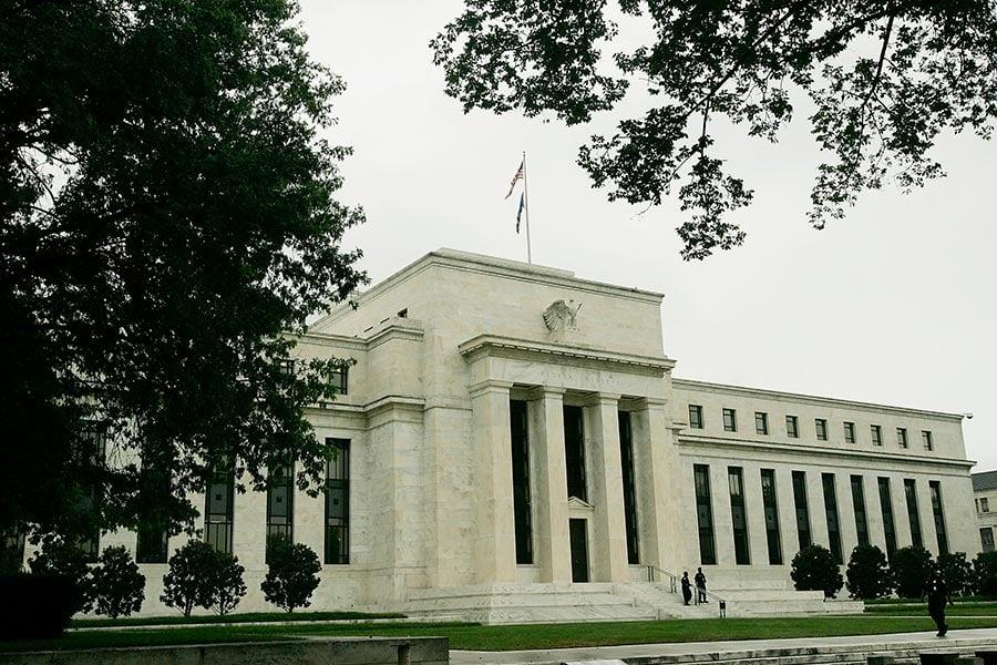 美聯儲周三(24日)發佈5月《會議紀要》,確定年內縮表,加息視經濟情況而定。圖為美聯儲大樓外觀。(Win McNamee/Getty Images)