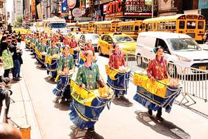 五月的感恩 世界各族裔法輪功學員紐約傾訴心聲